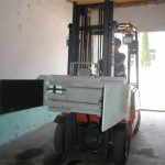 ការគៀបរថយន្តប្រភេទ Forklift មានគោលបំណង។